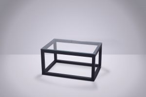 Mesa ratona caño vidrio 80 × 55 × 40cm.